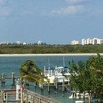 Photo de Hutchinson Island Plaza Hotel and Suites