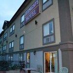 A szálloda étterméről utcai terasza is van.