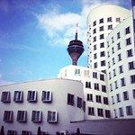 Weißer Gehry Bau am Düsseldorfer Medienhafen (Quelle: Hilker Consulting)