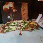 Pizza metade carne de sol com pimenta biquinho / carne de sol com catupiry
