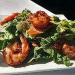 Small cilantro salad with grilled shrimp and naan
