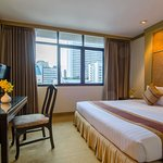 Photo de The Tarntawan Hotel Surawong Bangkok