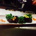 Cœurs de canards aux mûres, tartare d'aiglefin à la mangue et combavas, thon rge albacore et sal