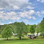 Spacious sites, Mountain views, and minutes away from the National Park