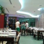 Es un local bastante amplio en el que se encuentra el comedor y el bar en la misma estancia.