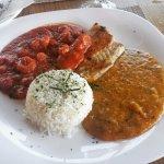 Filé de badejo com molho de camarão pirão e arroz