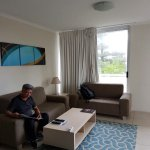 Carlton Apartments resmi