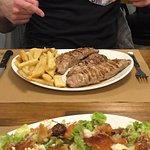 Cena : ensalada de trucha y secreto iberico