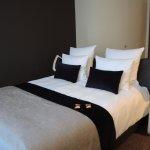 Das Bett ist sehr bequem und wirkt wie auf einer Yacht