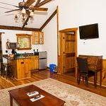 Lieutenant Lodge Living Room/Kitchenette