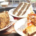serniczek karmelowy, tort makowo - pomarańczowy, tort ferrero rochas. Same pyszności
