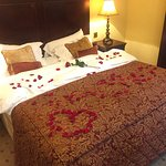 Roses on the bed upon arrival.