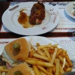 pollo relleno y chivito caadiense
