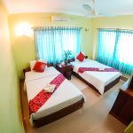 Twin room with air-condition, private bathroom - hot & cold shower including breakfast