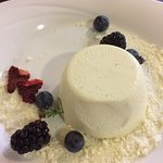 Lavender pannacotta of white chocolate and berries - Delicious!