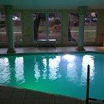 La piscine dans laquelle on peut vraiment nager avec les grandes baies vitrées