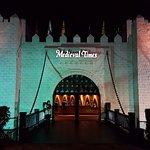 Melhor ir à noite para ver o castelo assim, iluminado e lindo!