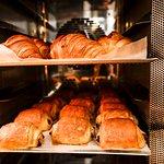 Nos pains et nos viennoiseries sont produits sur place, au sous-sol.