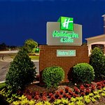 Photo of Holiday Inn Hotel & Suites, Williamsburg-Historic Gateway