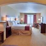King Suite Guest Room - Holiday Inn Express & Suites : Porterville