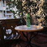 bello il balconcino con tavolino.
