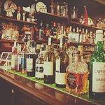 selezione di rum e whisky