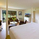 Photo de Hotel Indigo Miami Lakes