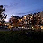 弗林特芬頓費爾菲爾德客棧及套房酒店