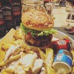 Hamburger di Fassona con patate fritte cacio e pepe