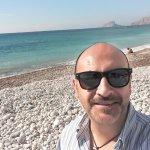 Como veis la playa es de piedra, pero los azules del mar son...ideales