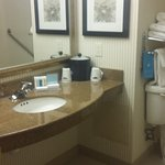 Photo de Hampton Inn & Suites  by Hilton Toronto Airport