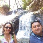 Disfrutando de Agua Helada de la Cascada Los Duendes !!