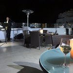 Breeze bar with nightly background entertainment
