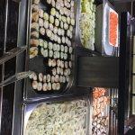 Super choix niveau makis, sushis, California rolls, etc. Très bien réapprovisionné !!