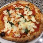Bester Pizzaiolo weit und breit!!! Da steckt viel Leidenschaft und Fantasie dahinter!!! Pizza li