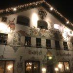 Ambiance typique bavaroise très chaleureuse et conviviale. Bière, spécialités gourmandes et musi
