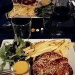 Burger etudiant boeuf fromage a raclette