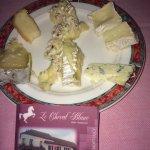 assiette degustation fromages dont le brie fourré aux noix