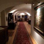 Gewölbe und historische Gemälde