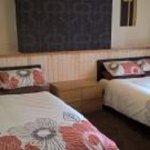 Ground floor 2 x double beds en suite room 1