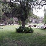 Jardín del hotel con pileta termal para los huéspedes del mismo (NO PARA EL DAY SPA)