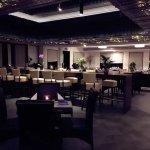 Tsinghe Lounge, Restaurant & Hotel