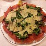 Bündnerfleisch mt gehobeltem Parmesan und Rucola