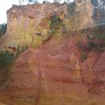on voit les différentes couleurs de la roche !