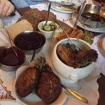 Frikadeller, leverpostej og hønsesalat!