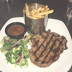 Steak chips & peppercorn sauce