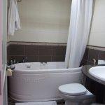 Salle de bains correcte mais petite odeur de moisissure