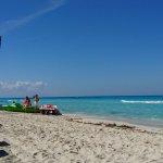 La mejor playa! Una belleza realmente. Cuenta con reposeras y sombrillas disponibles.