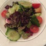 Lecker Balsamico. Sehr große Portion Peperoni als Vorspeise. Der Salat ist Beilage zum Hauptgeri