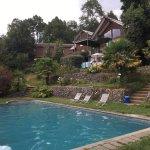 Hermoso recinto, con tres piscinas (dos al aire libre y una temperada) y cómodas habitaciones.Su